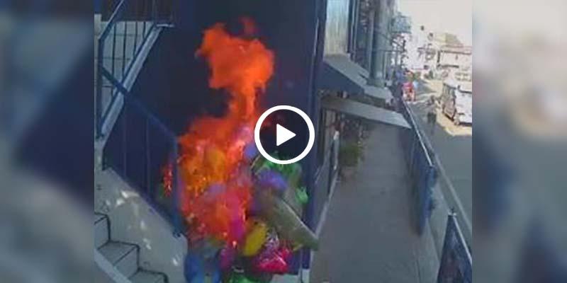 Video: Niños le prenden fuego a vendedor de globos