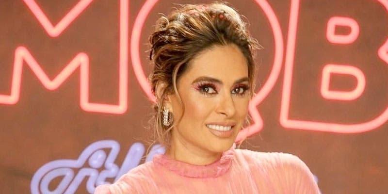 Galilea Montijo resalta su belleza con vestido rosa