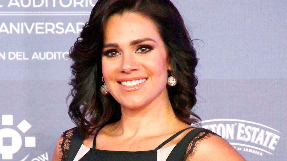 Luz Elena González posa en traje de baño y enciende las redes