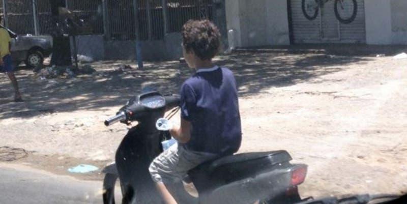 Tekax: Menor de 12 años en moto, se estrella contra muro