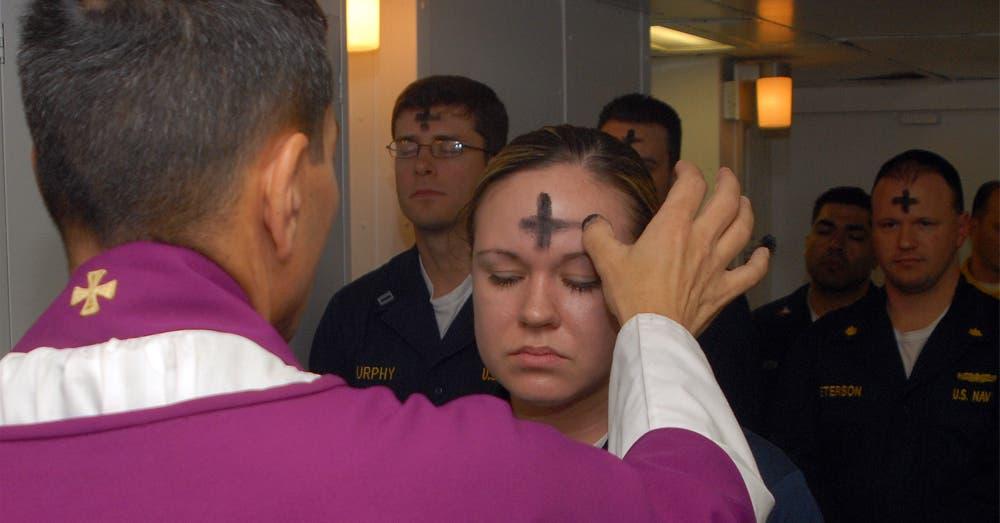 Miércoles de Ceniza: ¿Qué significa y por qué los católicos le rinden culto?