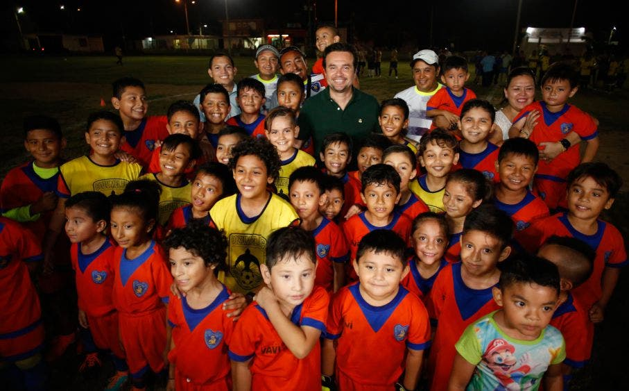 Estamos cumpliendo un compromiso de campaña; ahora, en estos espacios, los jóvenes podrán practicar actividades deportivas y capacitarse en los diversos cursos y talleres que brinda la Subdirección de Atención a la Juventud, lo que contribuirá a su sano desarrollo, destaca Pedro Joaquín Delbouis