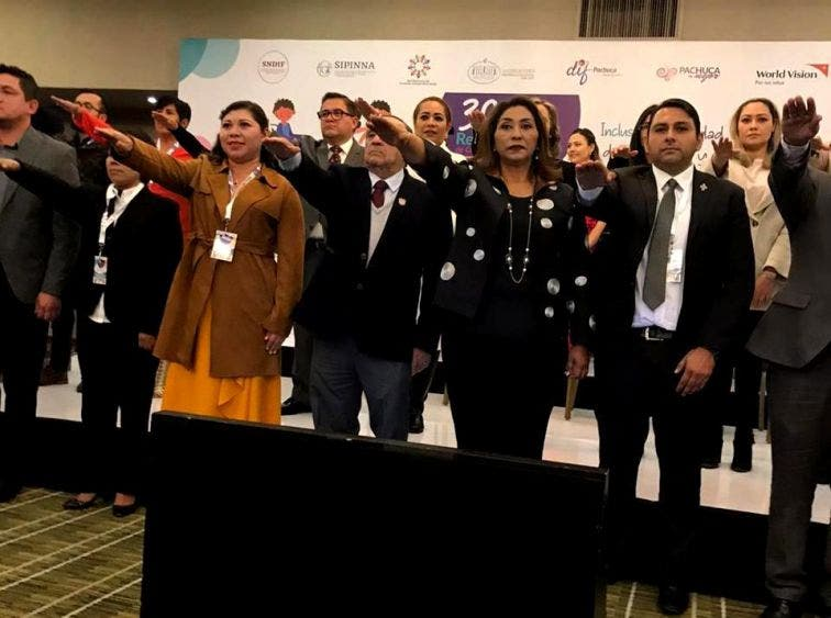 Yamili Alvarado Crespo, directora del DIF municipal, rinde protesta en el marco de la 30 Asamblea de la organización nacional, que tuvo lugar en Pachuca, Hidalgo