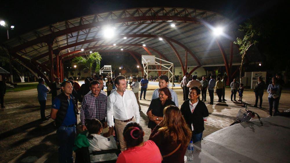 Supervisa Pedro Joaquín modernización de luminarias solicitadas por vecinos de Cozumel