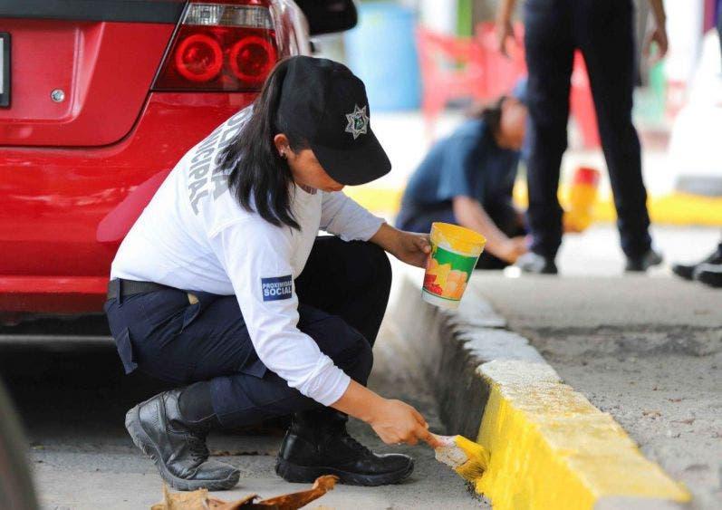 Garantiza la seguridad tanto de conductores como de transeúntes y usuarios de las vías de rodamiento, vía pública, banquetas y pasos peatonales