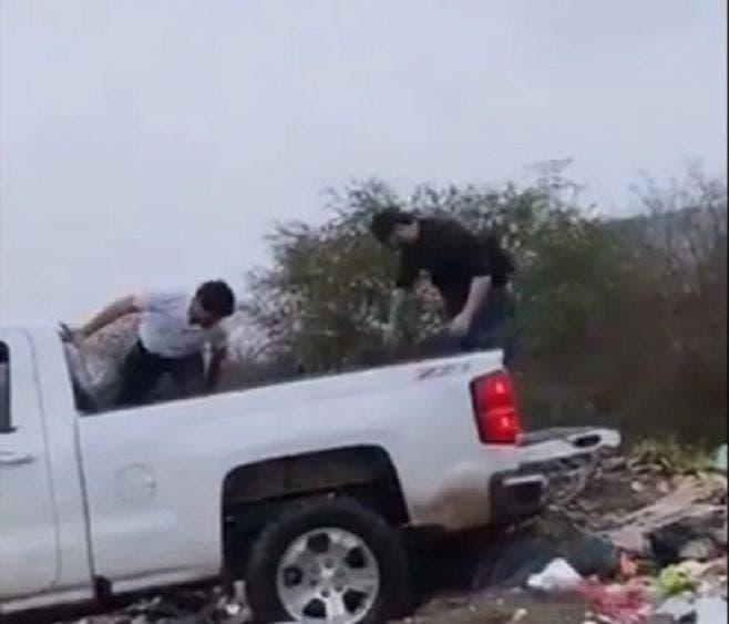 Video: Cinismo, arrojan cuerpo a plena luz del día en Culiacán