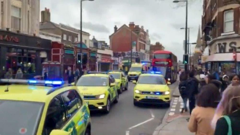 Abate la Policía de Londres a un hombre tras ataque 'terrorista'; Por el momento se desconoce el número de personas que fueron apuñaladas.