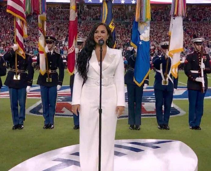 Demi Lovato canta magistral el himno de Estados Unidos en el Super Bowl