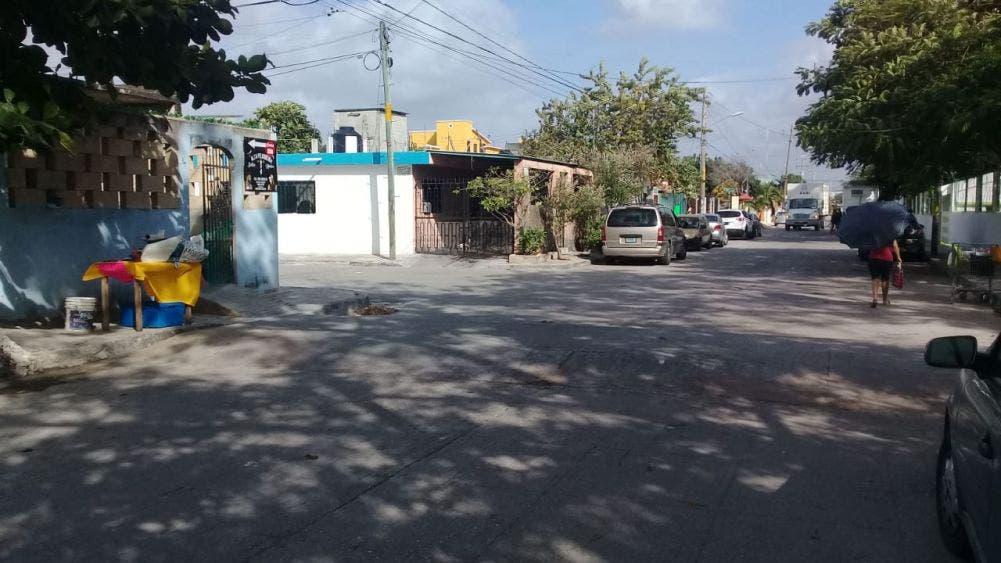 Corren peligro niños de primaria y kínder en la Supermanzana 96 de Cancún; hace falta alumbrado y señalziación vial en en la calle 12 con 127.