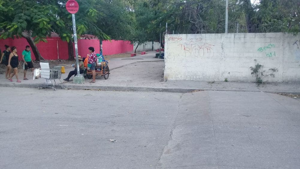 Corren peligro niños de primaria y kínder en la Supermanzana 96 de Cancún.