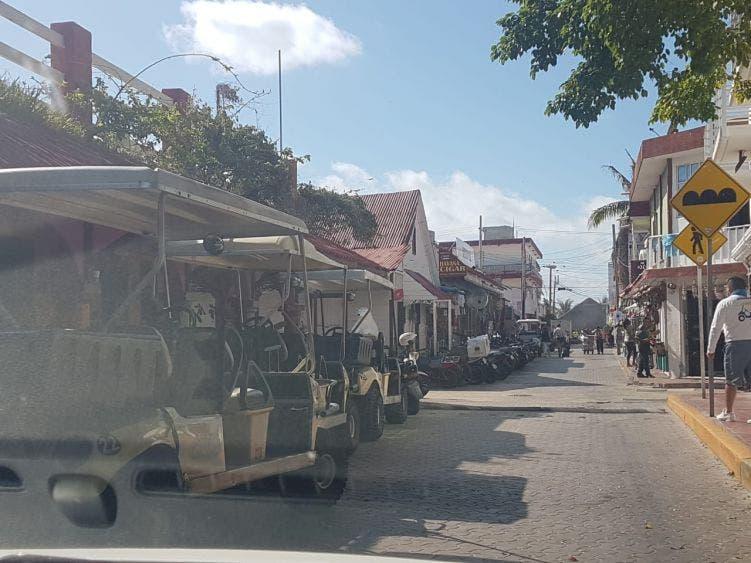 Desorden en Isla Mujeres por ambulantaje.