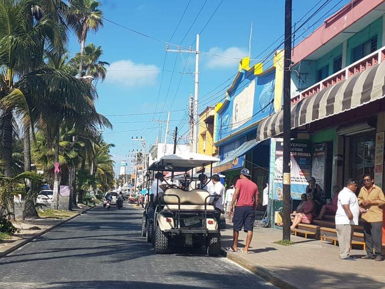 Desorden en Isla Mujeres por ambulantaje; nula actualización de Fiscalización da una mala imagen a los turistas.