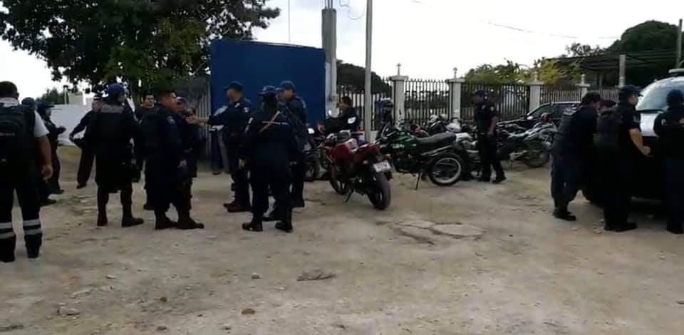 Estalla Huelga de policías y bomberos en Bacalar; solicitan el pago del seguro de vida, insumos y equipamiento y estímulos.