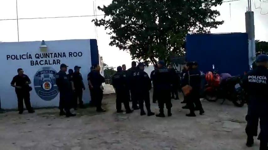 Estalla Huelga de policías y bomberos en Bacalar.