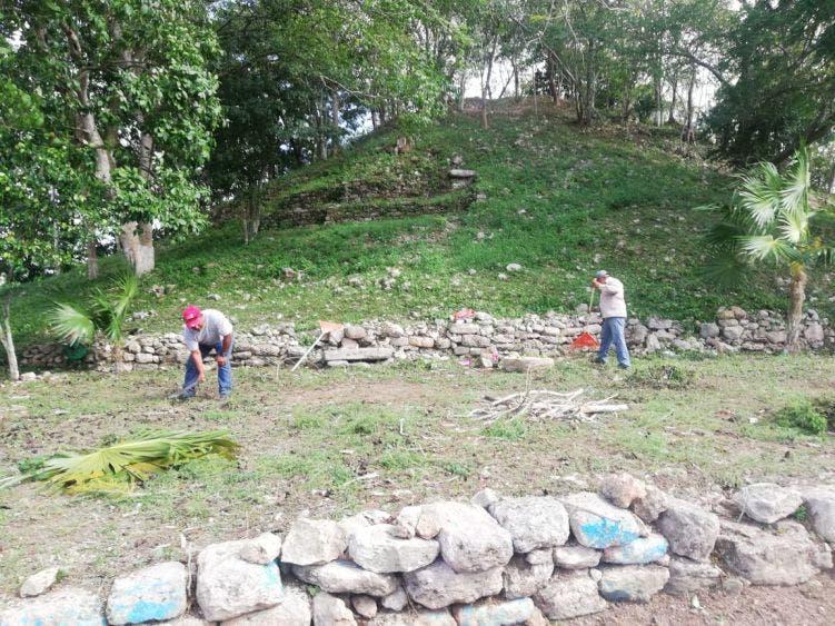 Limpian cerro para bodas colectivas en Kantunilkín.