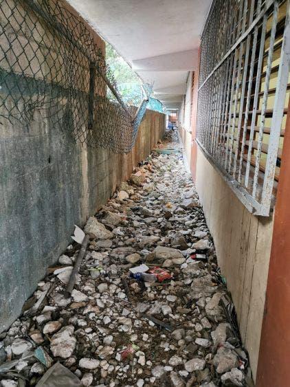 Enferma niño de dengue; pudo contraerlo en primaria de Cancún sin fumigar.