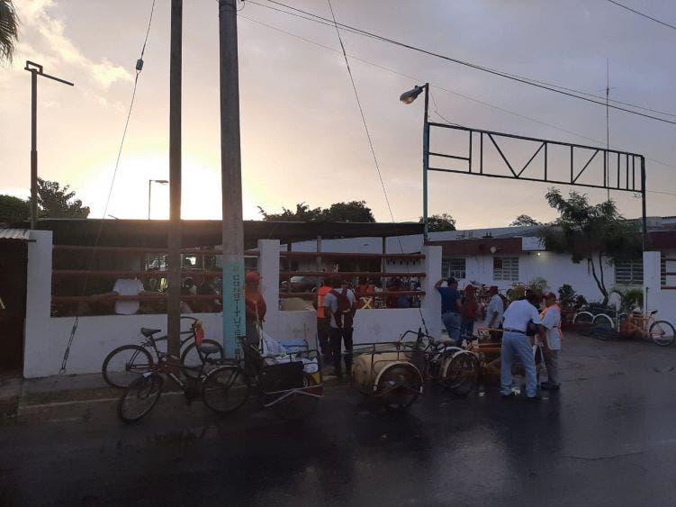 Continuará el paro de trabajadores del Ayuntamiento en Othón P. Blanco.
