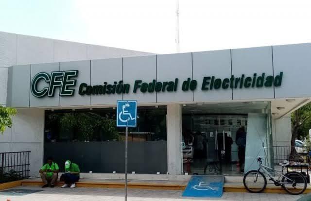 CCE busca opciones para reducir tarifas eléctricas en Quintana Roo.
