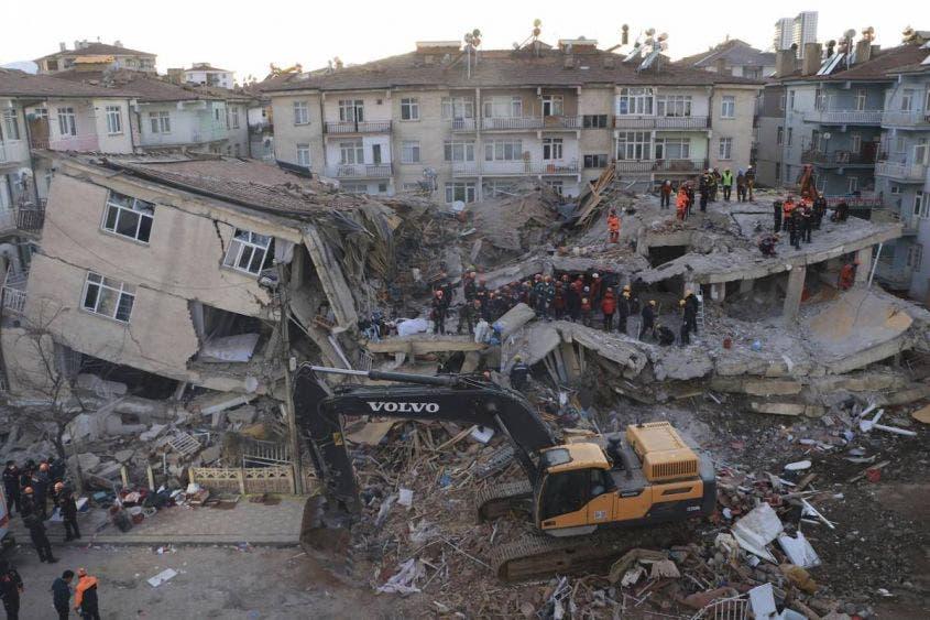 Sismo de 5.7 grados en Turquía deja 9 muertos.