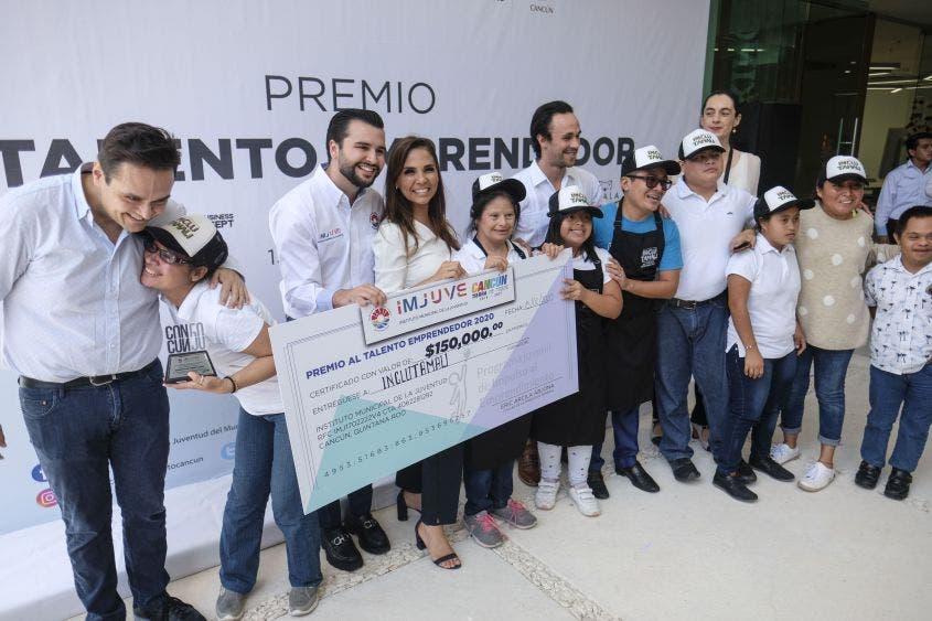 """La Presidente Municipal entregó reconocimientos del concurso """"Premio al Talento Emprendedor"""""""
