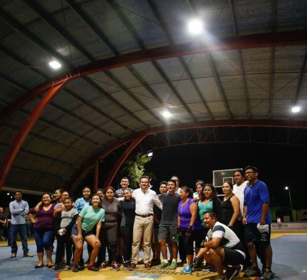 En su primera etapa, el proyecto de modernización de luminarias, incluye la instalación de 3,000 lámparas en áreas deportivas y parques de la isla