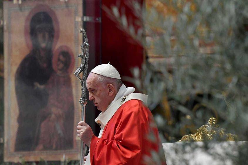 Valentía ante el Covid-19 pide el Papa en el Domingo de Ramos; este domingo preside la misa que da comienzo a la Semana Santa.