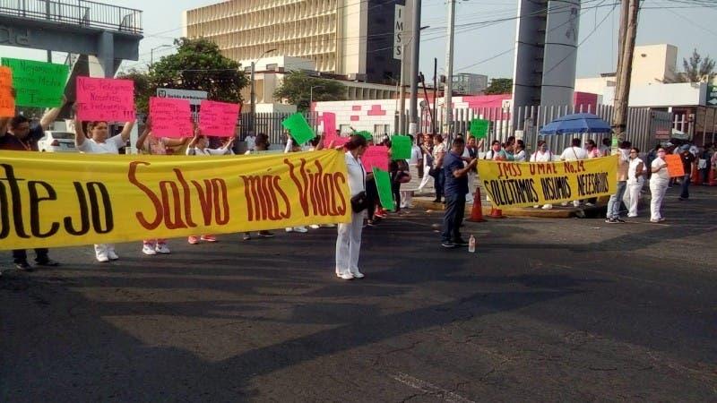 Empleados del IMSS en Veracruz exigen insumos por Coronavirus
