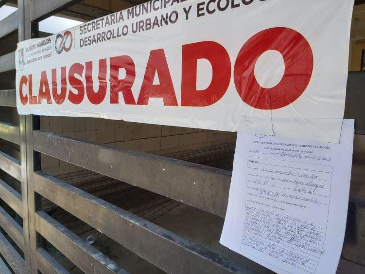 nspectores de la Secretaría de Desarrollo Urbano y Ecología colocan los sellos en las propiedades, una en el Casco Antiguo, dos en Villas Morelos 2 y una más en la Zetina Gasca