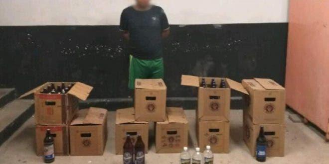 Señor Tiburcio P.N. detenido con 10 cartones de cerveza que vendía clandestinamente.