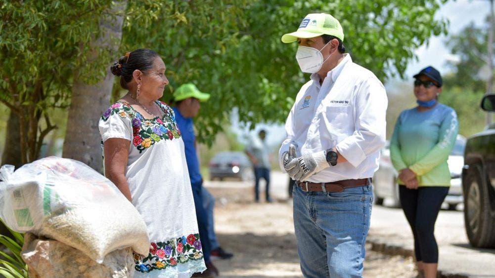 Encabeza Víctor Mas Tah jornada de ayuda alimentaria en Zona Maya