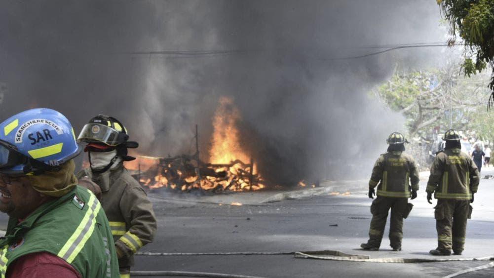 Arde deshuesadero de Cancún a causa de cortocircuito