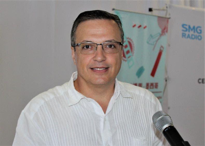 Llama Luis Alegre a trabajar para no detener la economía de México.