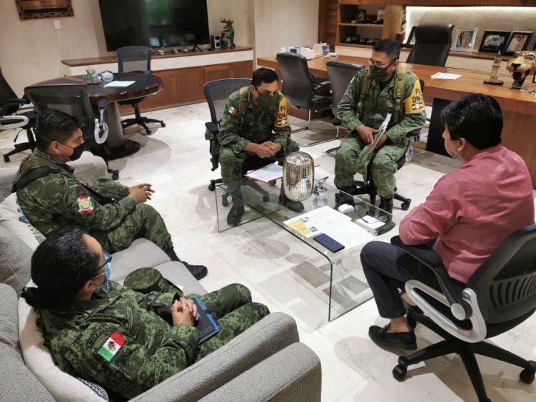 El Ejército Mexicano toma el control del Hospital Comunitario para habilitarlo y brindar atención médica a la población.