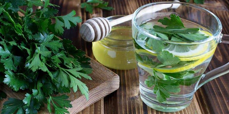 Remedios   Té de perejil para acabar con la infección en las vías urinarias