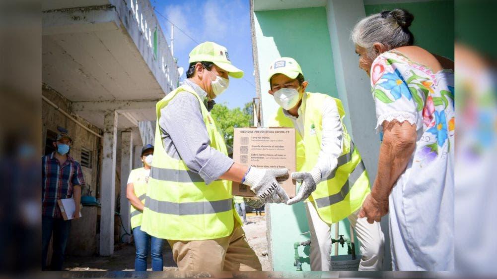 Benefició el presidente, Víctor Mas, a mil 100 familias despensas