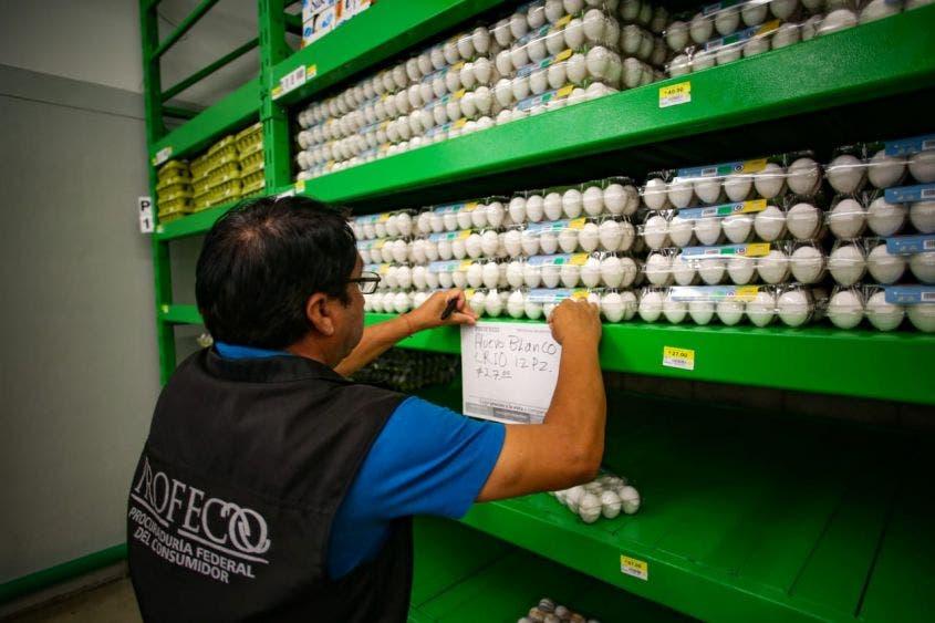 Continúa los operativos contra los abusos de comercios en Cozumel.