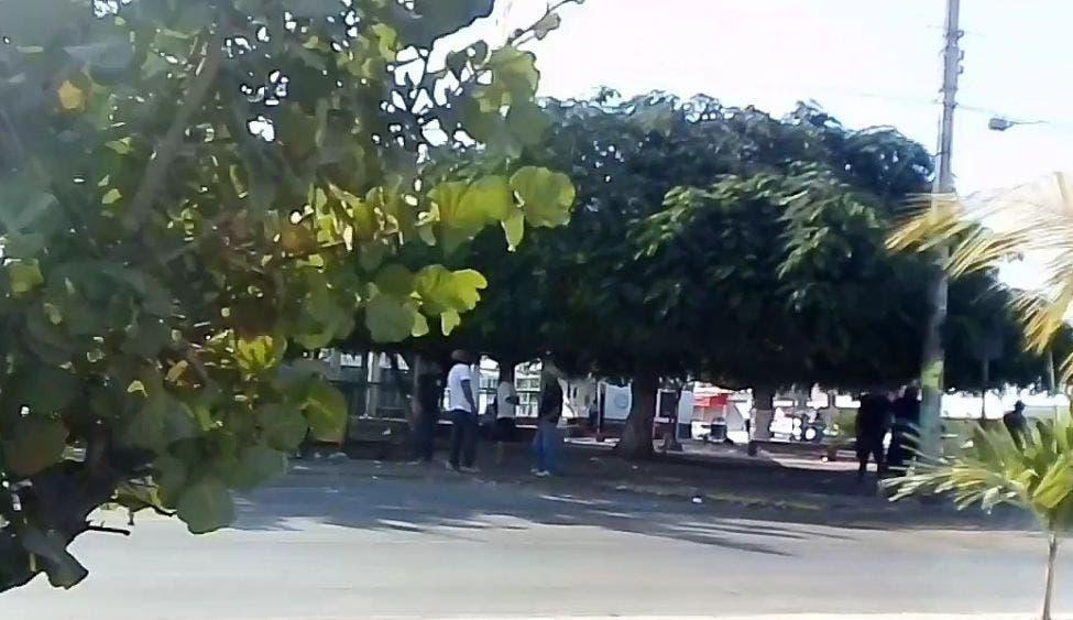 Cierran parque 'Lázaro Cárdenas' en Playa del Carmen para evitar aglomeraciones.
