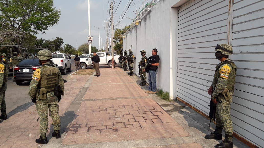 """Capturan en Bacalar a capo del Cártel Guerreros Unidos; Édgar Pineda Celis, alias """"El Chato"""", intentó sobornar a agentes de la FGE."""