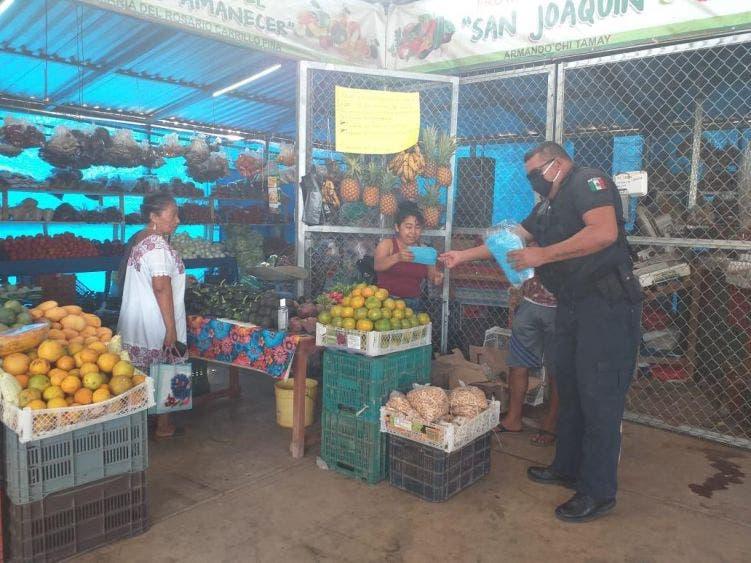 Entregan insumos de protección y alimentos a policías de JMM; también se apoya a la población en general con cubrebocas.