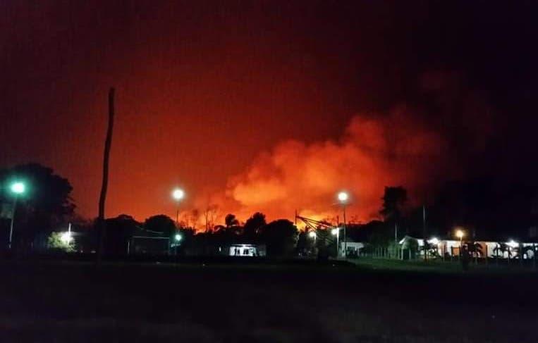 Incendio obliga a desalojo de familias en David Gustavo Gutiérrez de Bacalar.