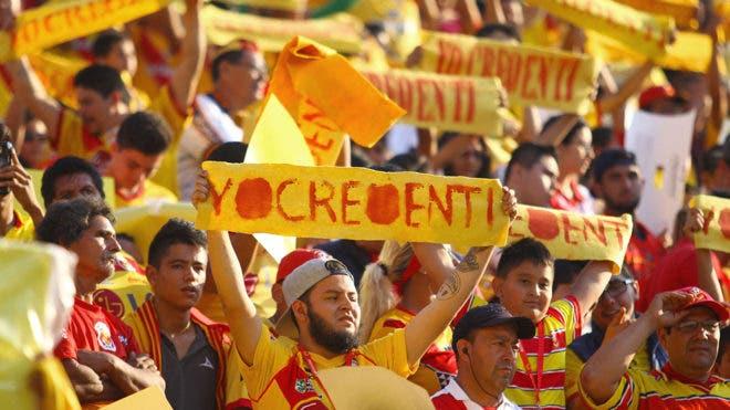 Aficionados del Morelia se manifiestan en las calles (video)