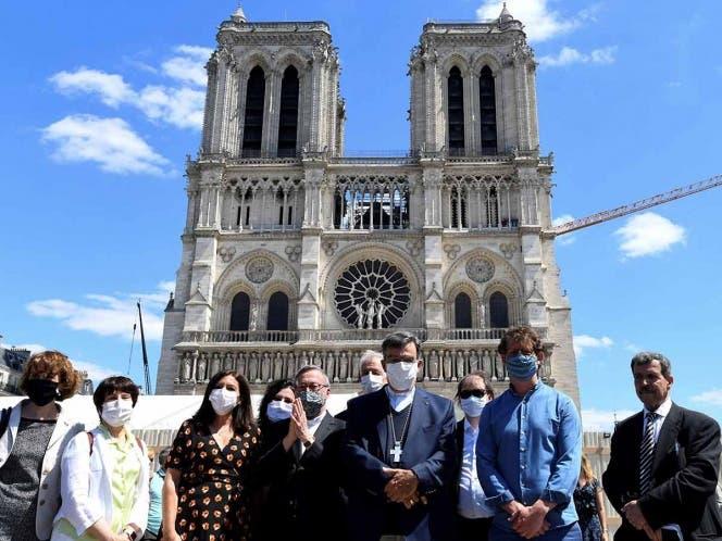 Reabren explanada de Notre-Dame, cerrada desde incendio en la catedral.