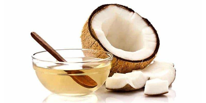 Utiliza aceite de coco para desmaquillarte