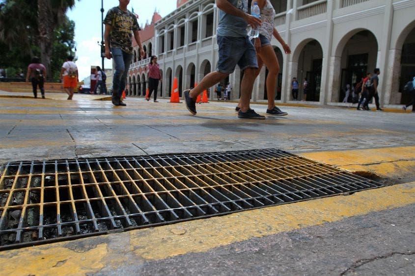 Ante temporada de lluvias, inician limpieza y desazolve de alcantarillas en Mérida