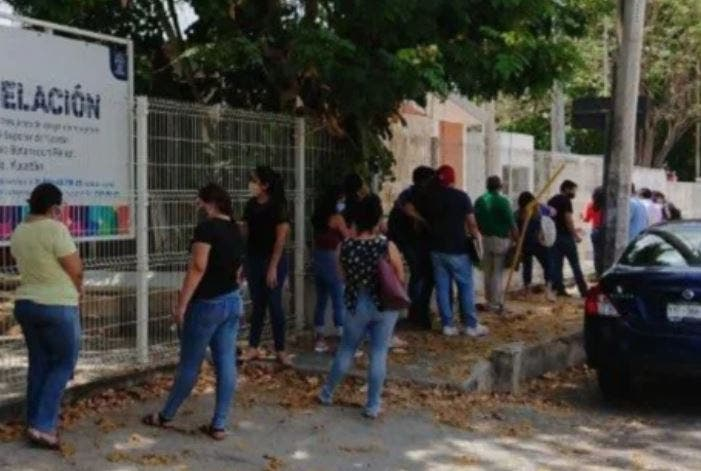 Mérida: Maestros no respetan la sana distancia en Yucalpetén