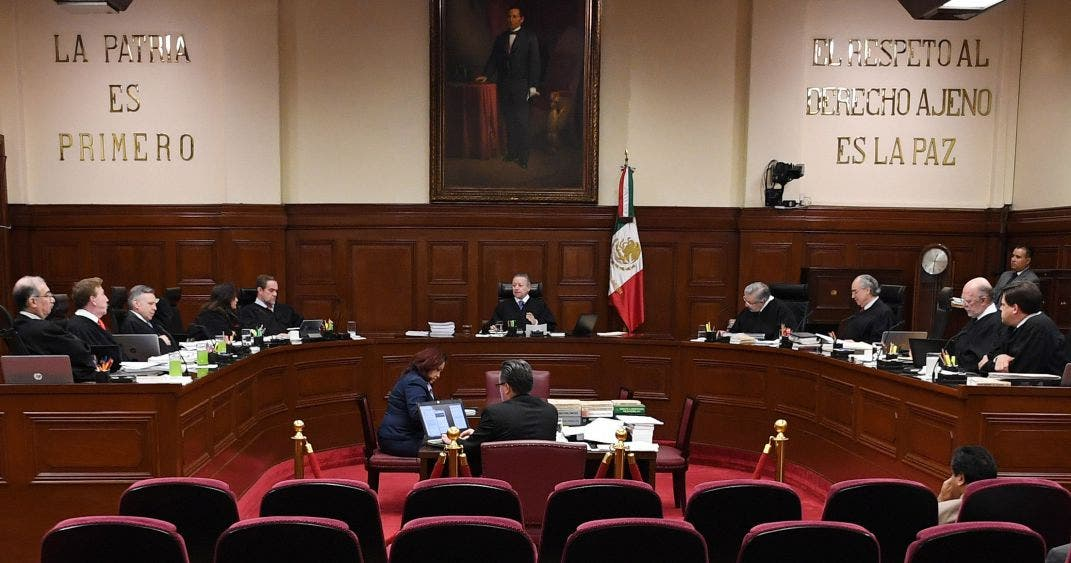 Crítica AMLO a SCJN por mantener altos salarios a funcionarios