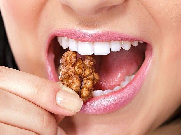 Alimentos y bebidas que consumes casi diario y dañan tus dientes