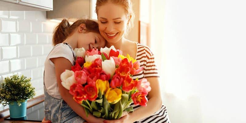 Las flores que debes darle a tu mamá según los astros