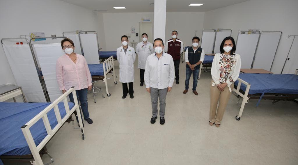Carlos Joaquín entregó al personal médico 141 mascarillas tipo N95 P100, que tienen como ventaja una mayor filtración y son reutilizables