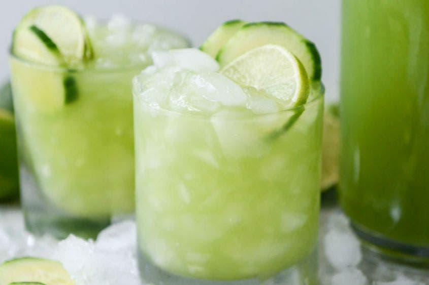 Refréscate en domingo con este jugo de pepino con limón